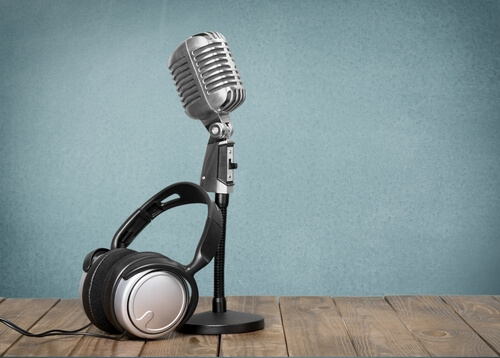 5 Characteristics of a Radio Sports Announcer